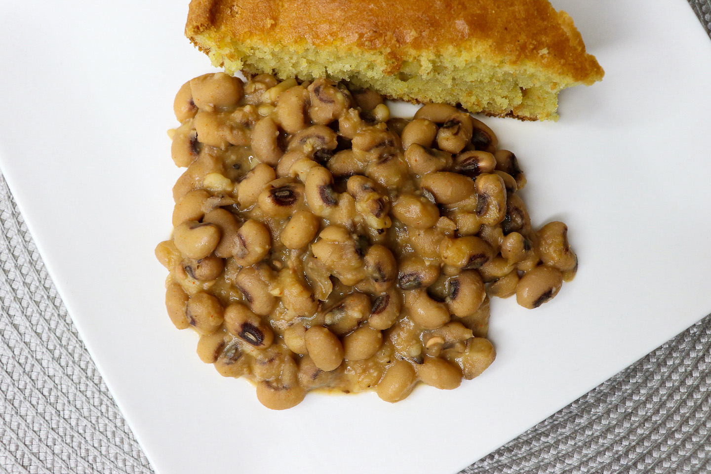 Southern Style Black Eyed Peas Recipe {No Meat}